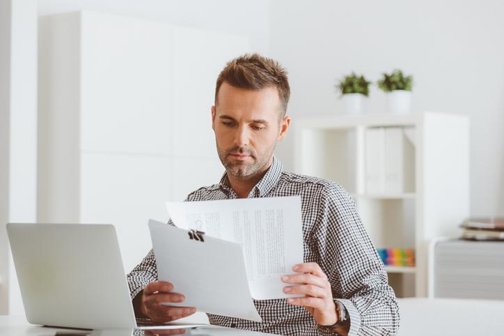 Ha ingatlanra vonatkozó adásvételi szerződést kötünk, érdemes előzetesen tájékozódni arról, mi is az elvárás az ilyen célú megállapodás formai és tartalmi kellékeit illetően.