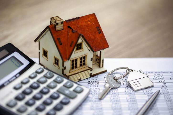 A lakásvásárlás költségei a vételáron felül merülnek fel.