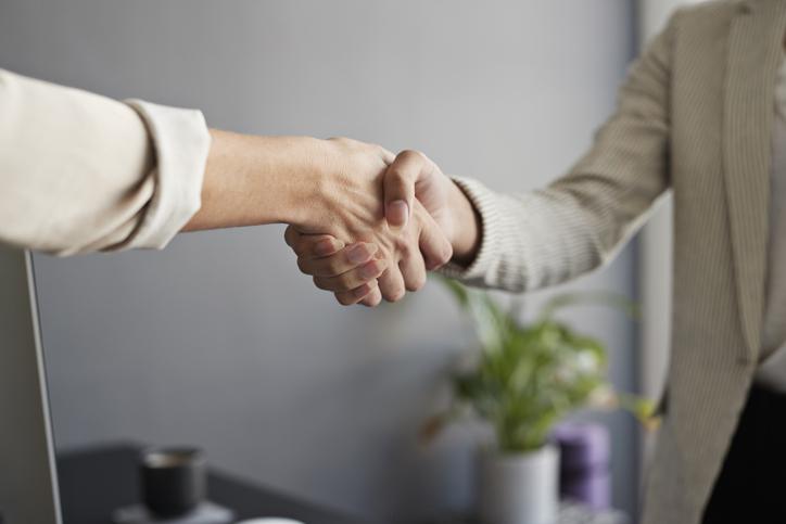 Az alkudozás az ingatlan adásvétel velejárója, ahol mindkét fél elégedetten szeretne távozni. Íme, az alkudozás szabályai.